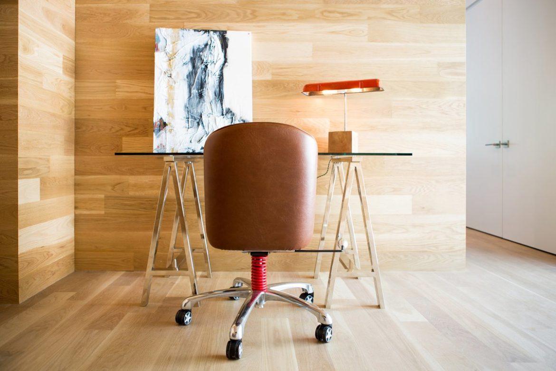 Кожаная мебель в офис