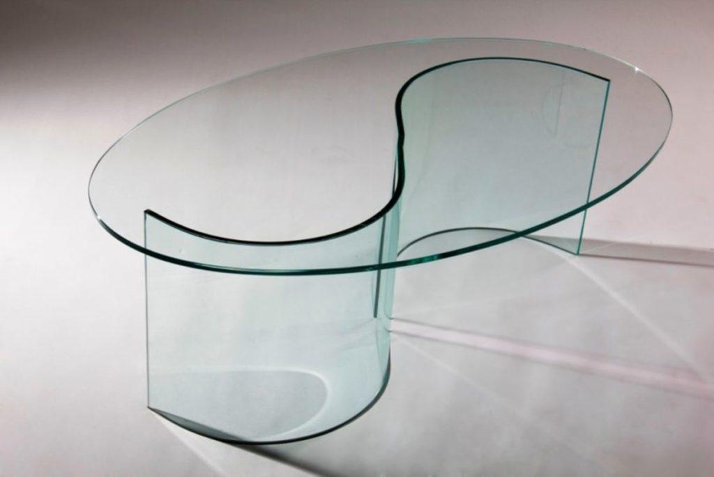 Оформление стола с использованием гнутого стекла