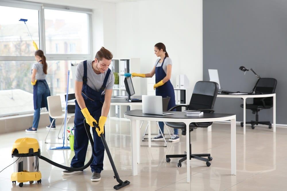 Преимущества найма профессиональных уборщиков