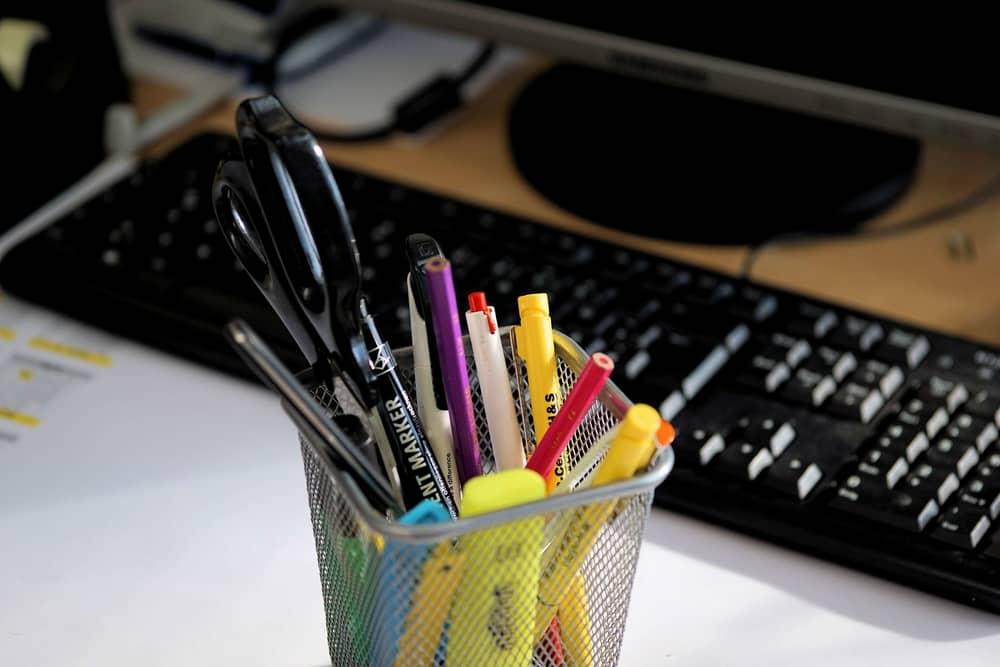 Необходимые офисные принадлежности