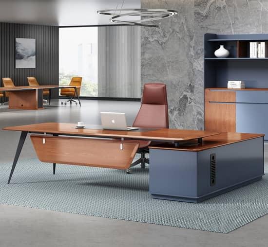 Чаще всего руководители предпочитают готовые комплекты мебели