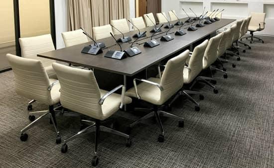 Качественный ковролин - отличный вариант для конференц-зала