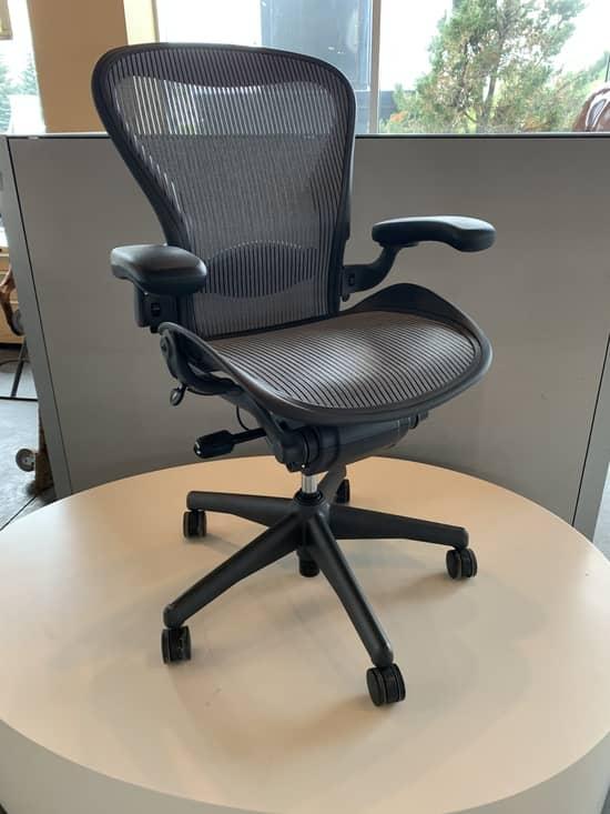 Хорошее кресло имеет множество доступных регулировок